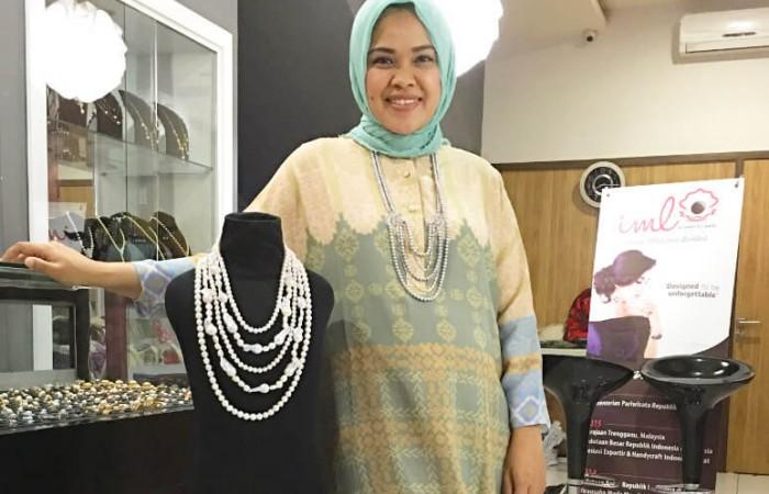 Indah Purwanti Ningsih: Jalankan Bisnis Perhiasan Mutiara dengan Desain Multifungsi